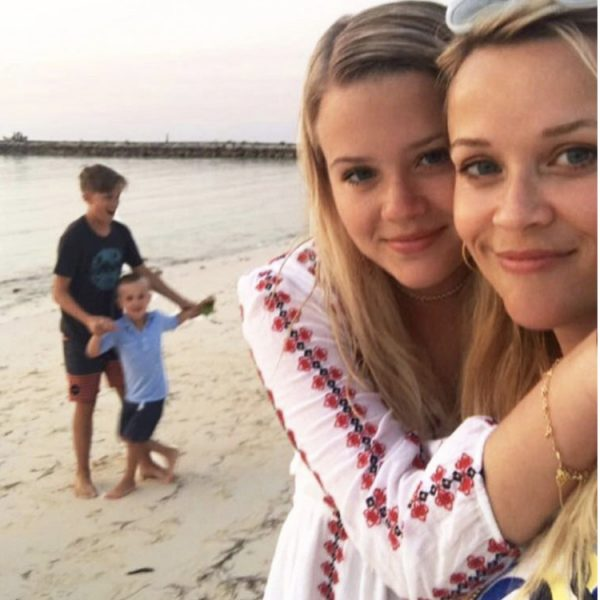 Reese Witherspoon's Cali Beach Day With Family