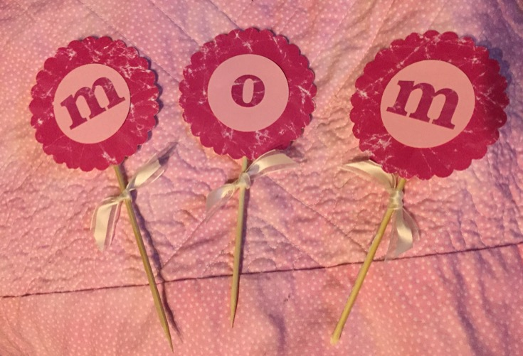 How to Throw a Mother's Day Party Mom Will Love + Mother's Day Cupcake Recipe