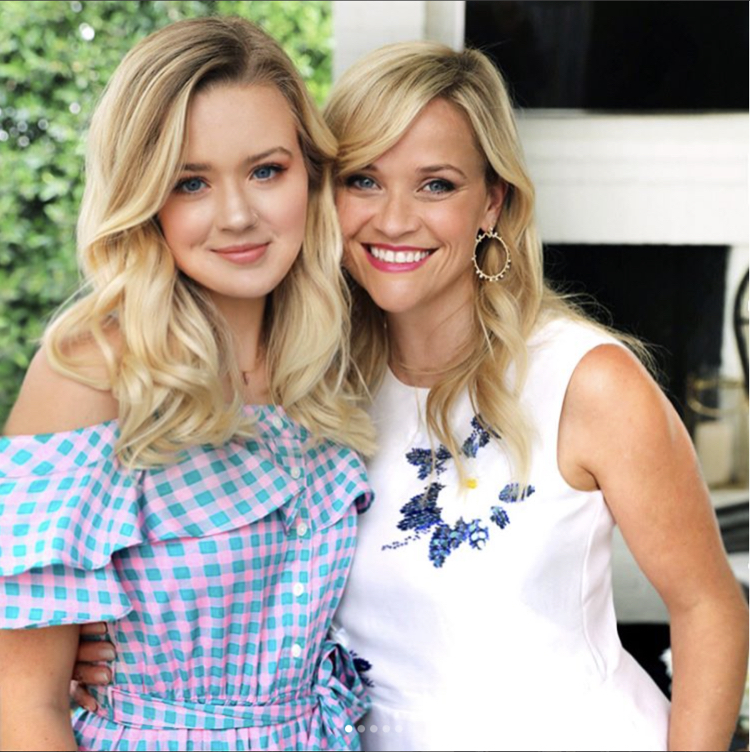Reese Witherspoon Cele... Reese Witherspoon Clothing Line
