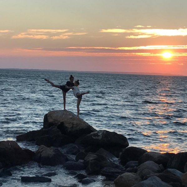Gwyneth Paltrow and Apple Share Their Sunset Pose