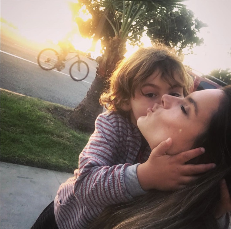 Alessandra Ambrosio Gets a Kiss From Noah | Celeb Baby Laundry