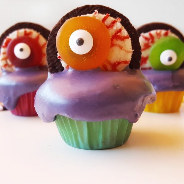 Eyeball Cupcakes for the Perfect Kid-Friendly Halloween Party