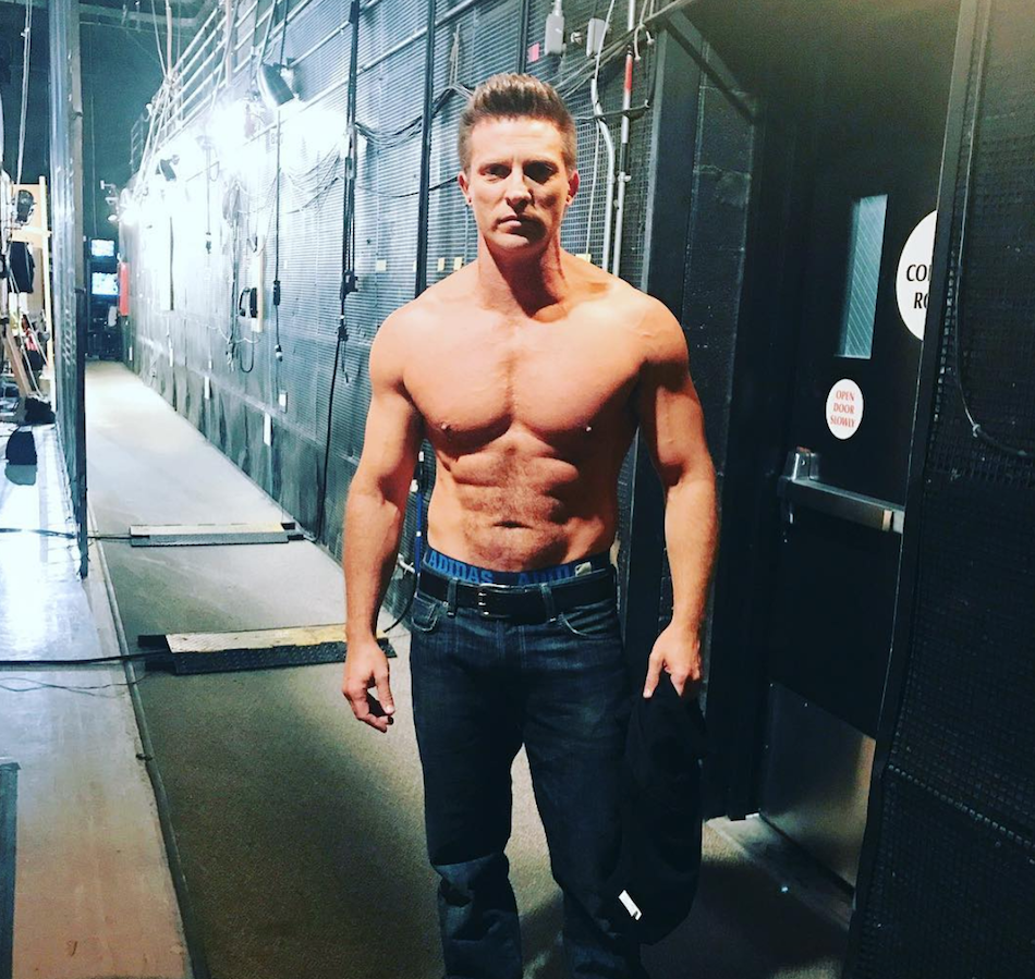 Steve Burton of General Hospital shows 6 pack and sexy body.